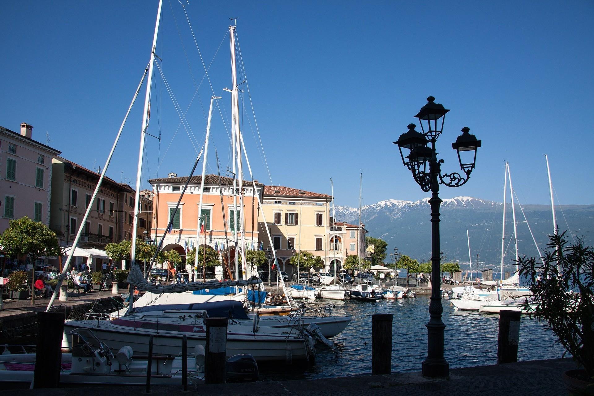 Gargnano, Beliebte Urlaubsziele am Gardase