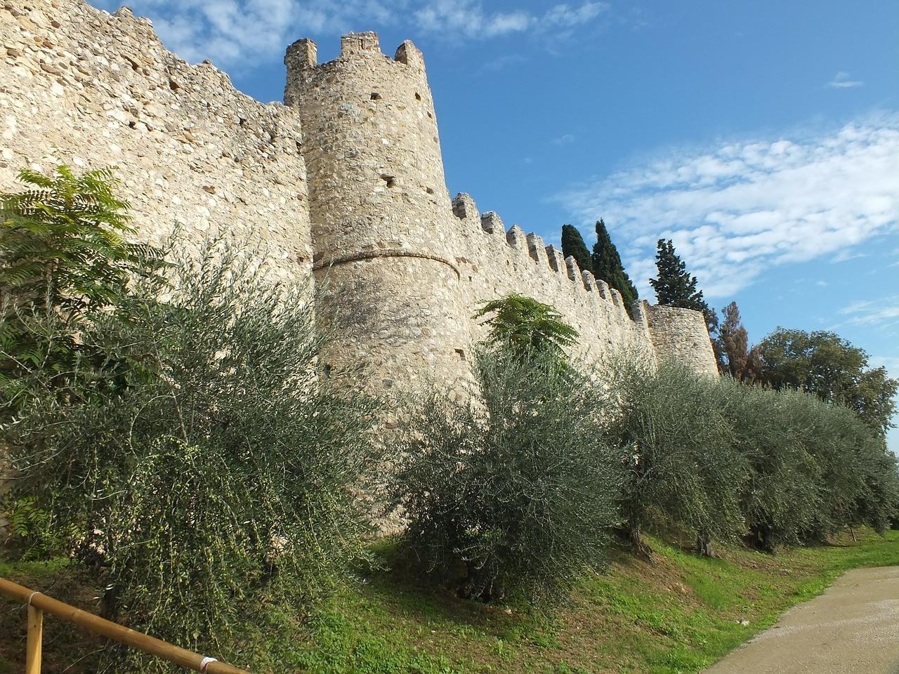Moniga del Garda, Beliebte Urlaubsziele am Gardase